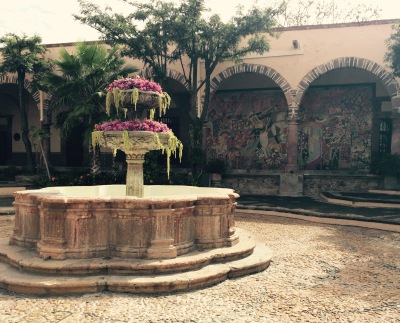 image 8_courtyard at Instituto de Allende