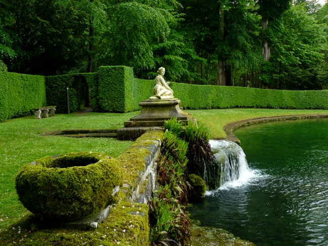 fountain at Chateau de Courances