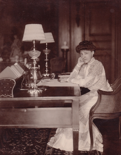 edith-wharton-in-the-mounts-library