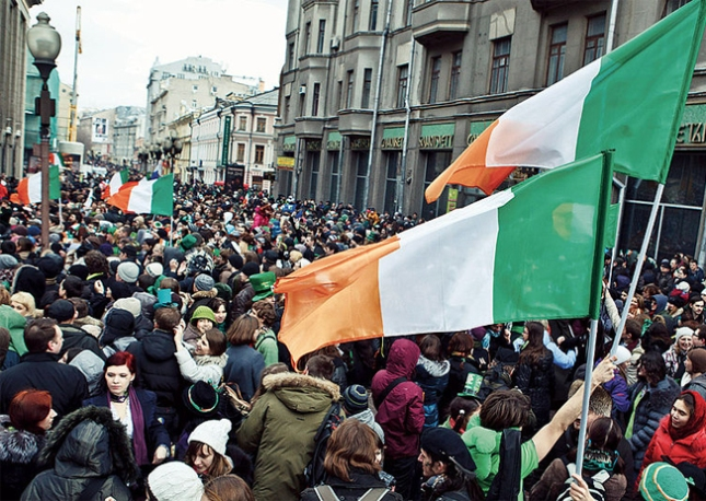 800px-St_Patrick's_Day_2012_in_Moscow